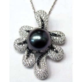 18kt White Gold Black and White Diamond Pearl Pendant
