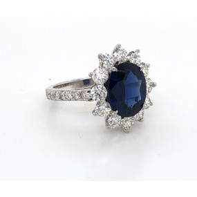 18kt White Gold Diamond And Sapphire Ring