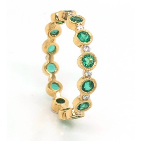 18kt Yellow Gold Diamond And Emerald Band