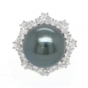 18kt White Gold Diamond and Pearl Ring